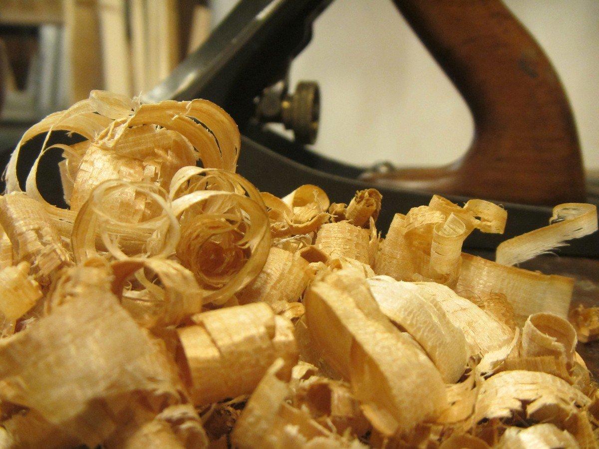 trucioli di legno e pialla